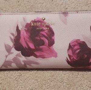 NWT Kate Spade Hawthorne Roses Wallet